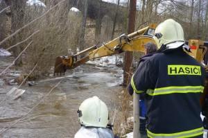 hasici-kry-voda-reka-zaplava-4
